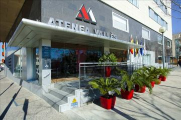Hotel Atenea Valles****, about 9 minutes from the circuit <br /> some racing teams have chosen this Hotel for their stay <br />   Spanish Formula One GP at Montmelo's Circuit