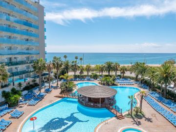 4**** Hotel Golden Taurus Aquapark, Pineda de Mar<br />Moto GP Catalonia<br />Costa Barcelona-Maresme